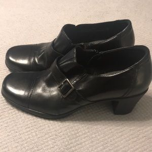 NWOT Clarks Bendables Black Booties